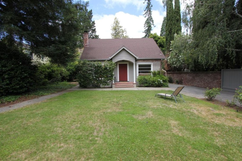 1080 Creek Dr, Menlo Park, CA 94025