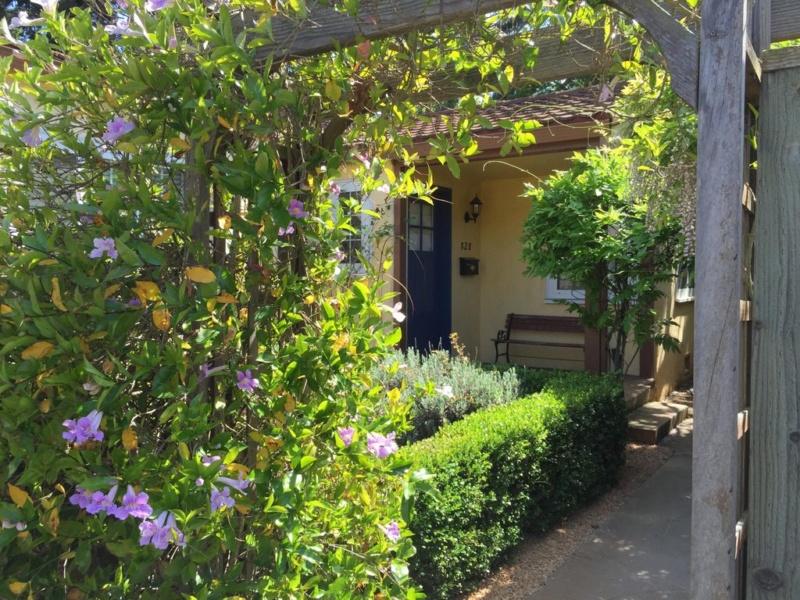 828 Addison Ave, Palo Alto, CA 94301