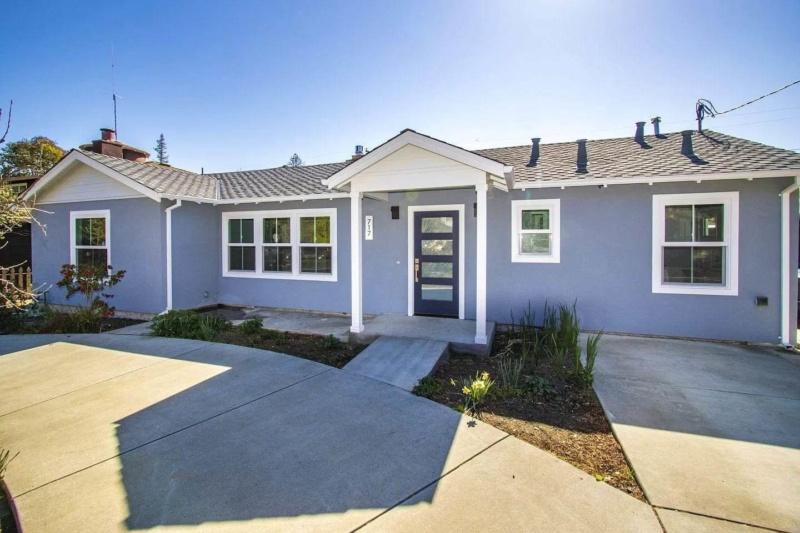 717 Los Robles Ave, Palo Alto, CA 94306